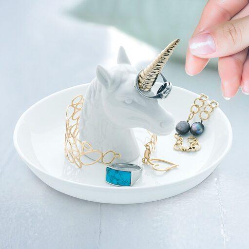 Eenhoorn sieradenhouder met sieraden